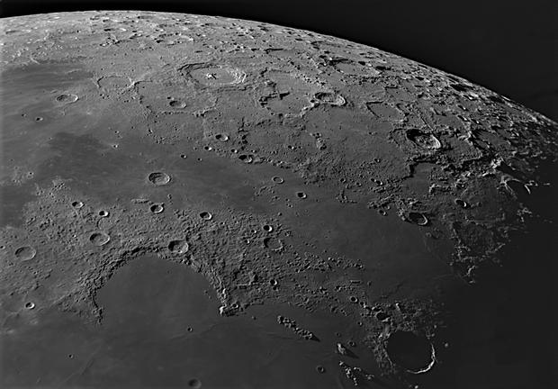 Kính thiên văn Vixen VMC95L